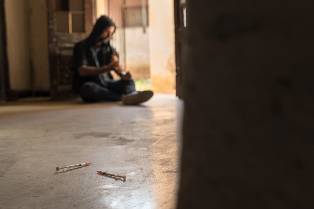 12 Clear Signs of Heroin Use